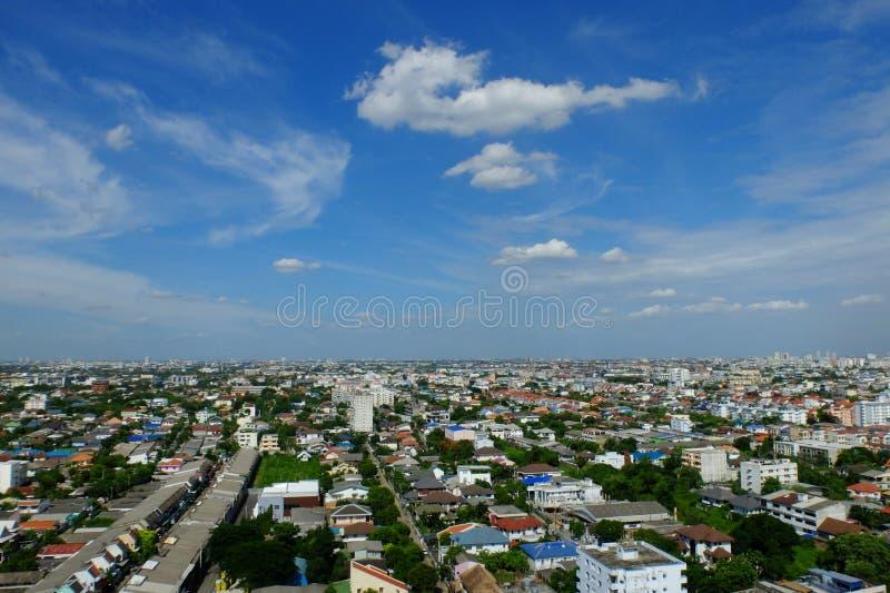 Stadt-Draufsicht und blauer Himmel, Bangkok, Thailand lizenzfreies stockbild