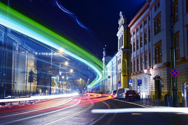 Stadt-Durchfahrt in der Bewegung stockfoto