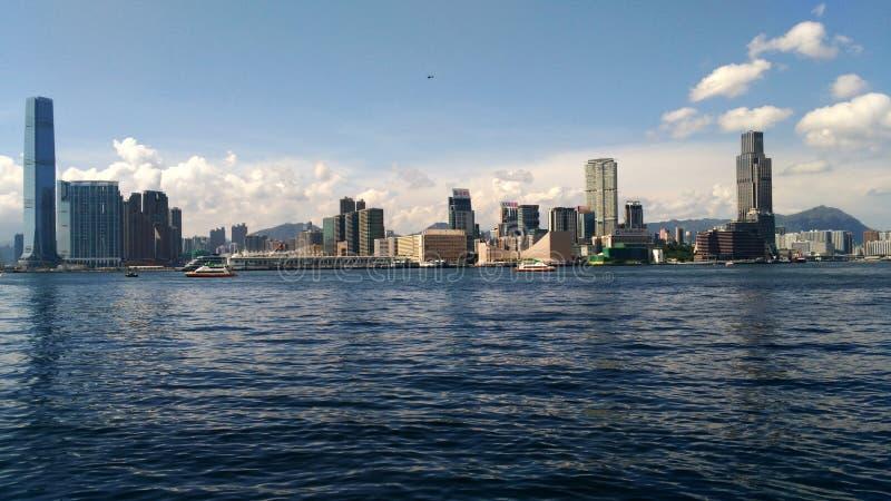 Stadt im Ozean stockfotos