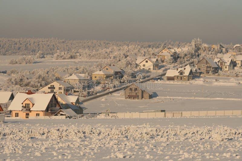 Stadt im Schnee stockbilder