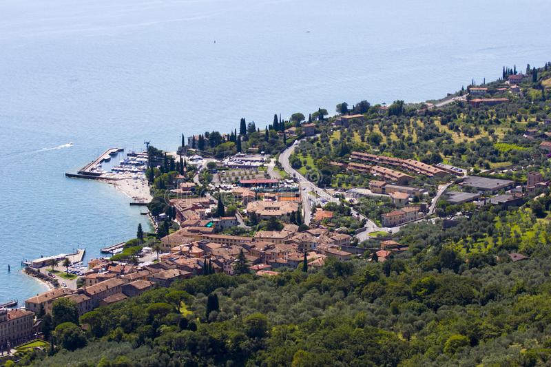 Stadt in Lago di Garda stockfotos