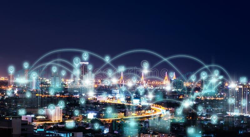 Stadt-Landschaft mit Internet-Ikone stockfotografie