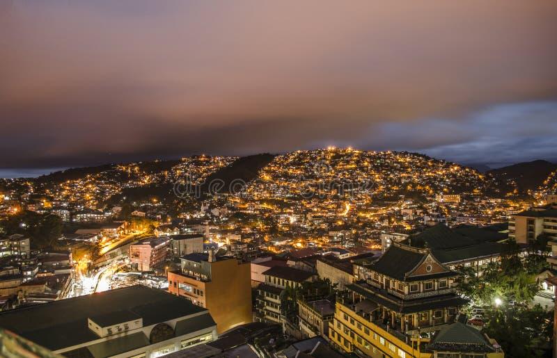 Stadt-Leuchten lizenzfreie stockbilder