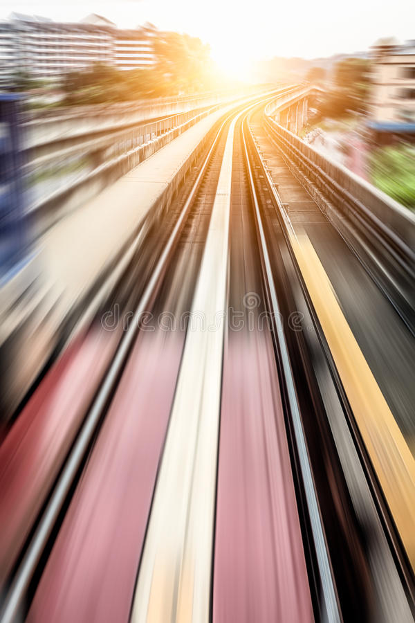 Stadt-Metro-Schiene, Bewegungsunschärfe lizenzfreies stockfoto