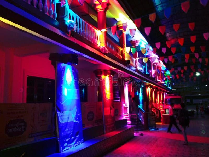 Stadt mit Leuchten lizenzfreie stockbilder