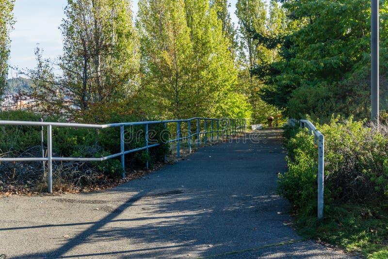 Stadt-Park-Gehweg lizenzfreie stockbilder