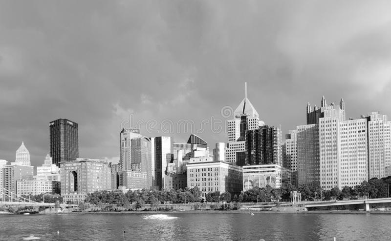 Stadt-Pittsburgh-Skylineschwarzweiss-Bild lizenzfreies stockfoto