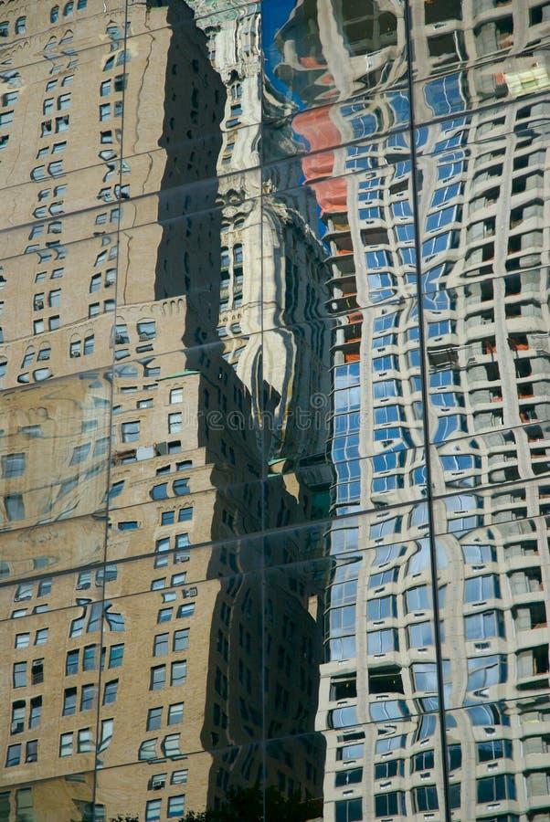 Stadt-Reflexionen lizenzfreie stockfotos