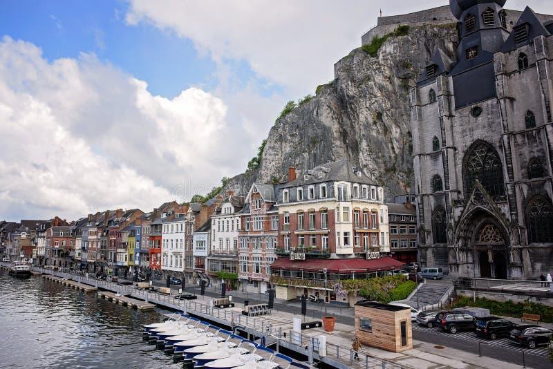 Stadt Scape Dinat Belgien lizenzfreie stockbilder