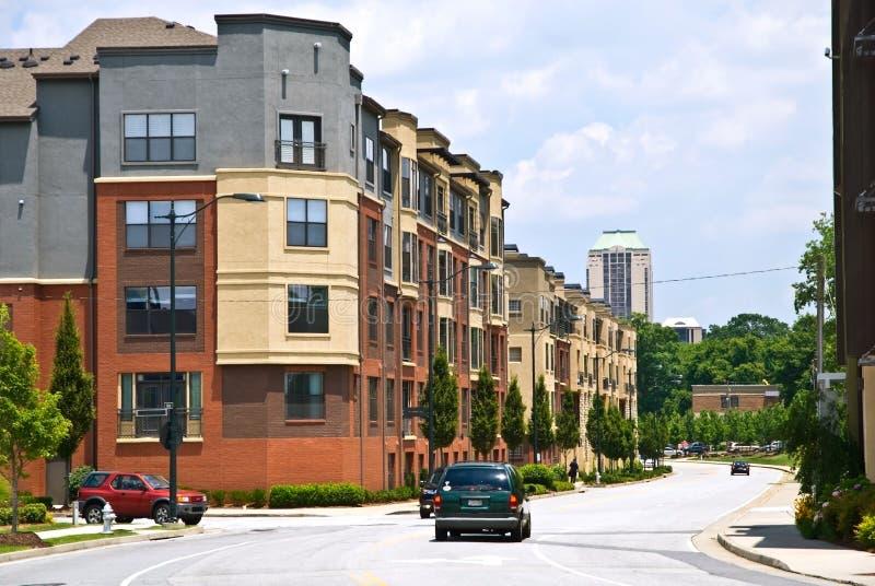 Stadt-Straßen-Durchschnitt lizenzfreie stockfotografie