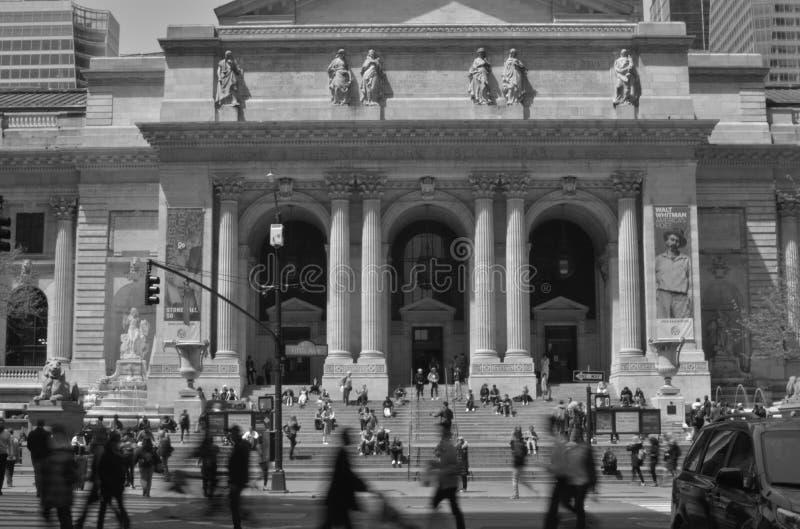 Stadt-Straßen-Fifth Avenue s New York Midtown Manhattan beschäftigte gedrängte Leute lizenzfreies stockbild
