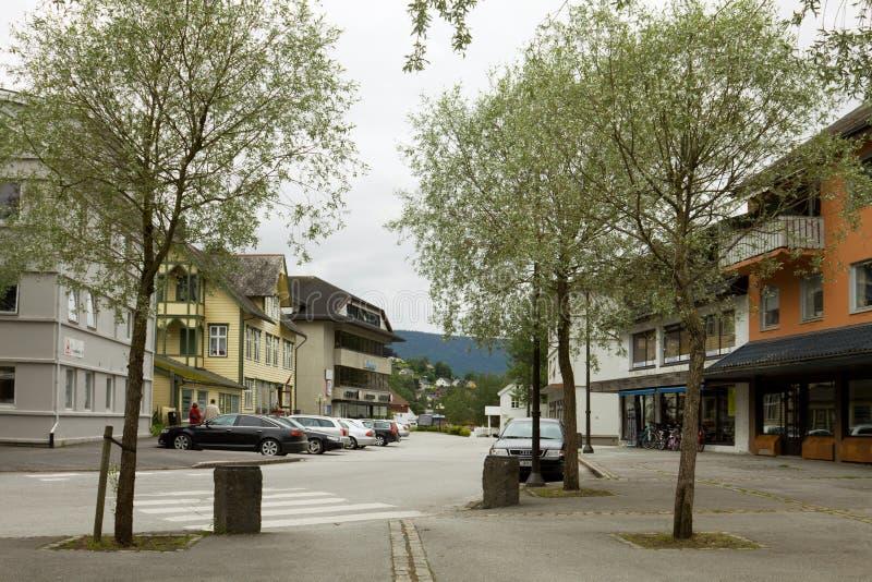 Stadt Stryn in Norwegen lizenzfreie stockfotos