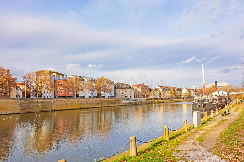Stadt Stuttgart - schlechtes Cannstatt, Fluss Neckar stockfotografie