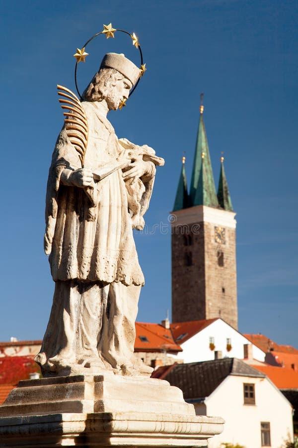 Stadt Telc oder Teltsch mit Statue von Johannes von Nepomuk lizenzfreie stockfotos