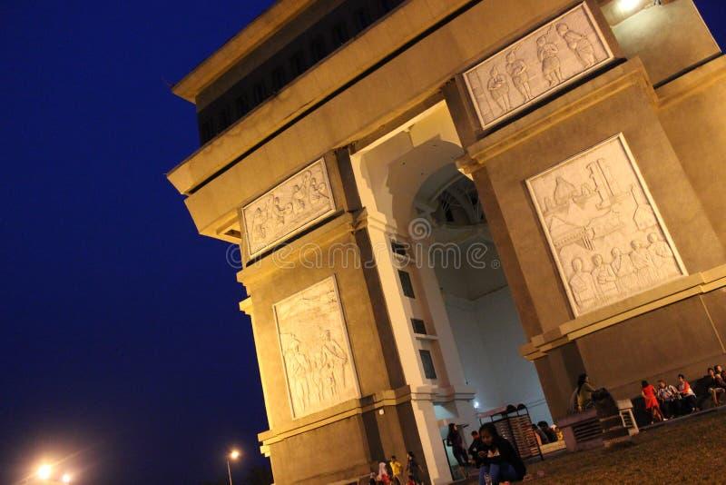 Stadt-Tor Simpang Lima Gumul stockfotos
