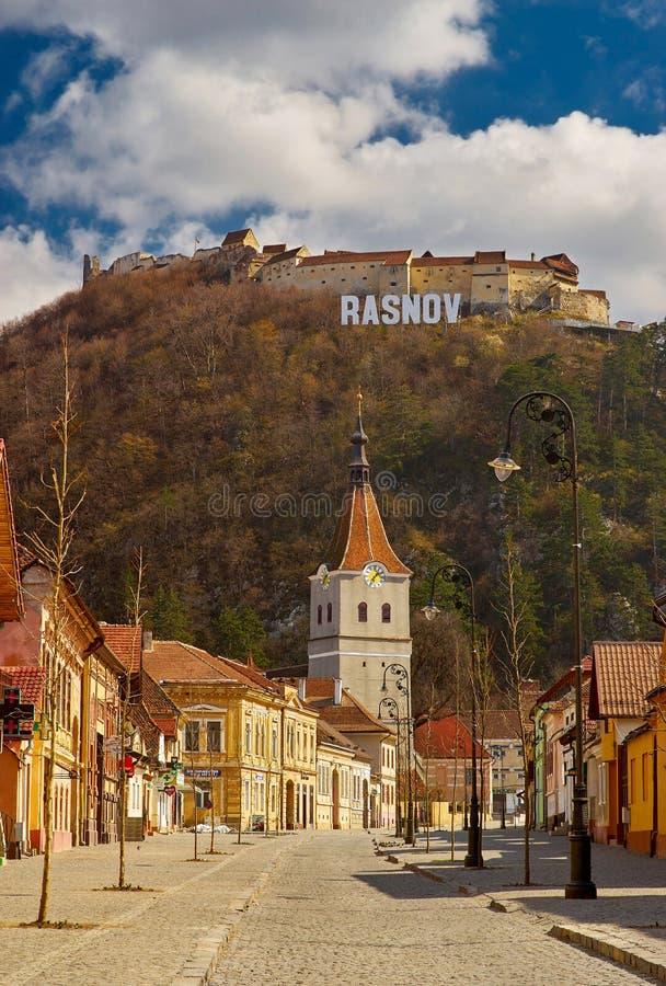 Stadt und Festung Rasnov in Rumänien stockfotos