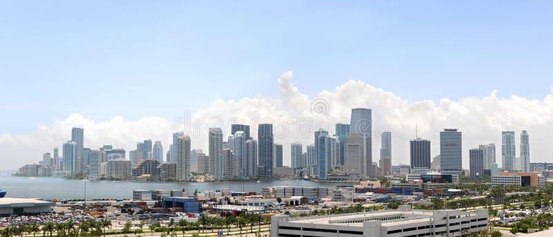 Stadt und Kanal von Miami lizenzfreie stockfotos