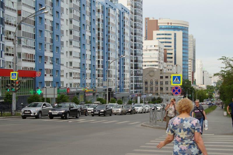 Stadt-Verkleidung: ein Abschnitt von Kuybyshev-Straße von Sheikman-Straße in Richtung zu Khokhryakov-Straße lizenzfreie stockfotos