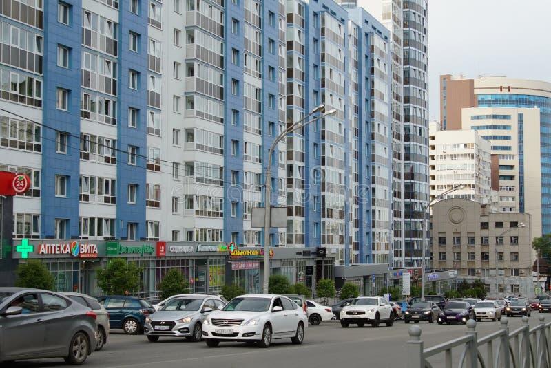 Stadt-Verkleidung: ein Abschnitt von Kuybyshev-Straße von Sheikman-Straße in Richtung zu Khokhryakov-Straße stockfotos