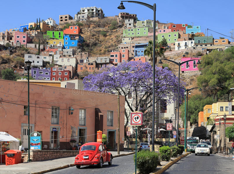 Stadt von Guanajuato in Mexiko mit bunten Gebäuden lizenzfreies stockbild