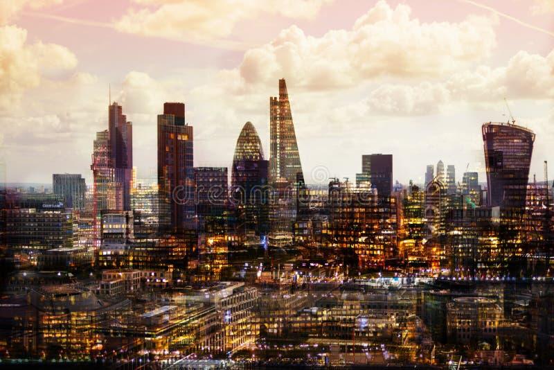 Stadt von London bei Sonnenuntergang Mehrfachbelichtungsbild umfasst Stadt von London-Finanzarie BRITISCHES London stockbilder