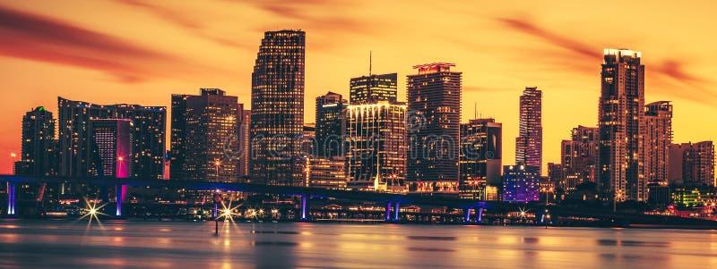 Stadt von Miami bei Sonnenuntergang stockbild