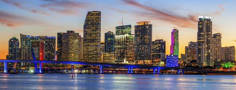Stadt von Miami Florida, Sommersonnenuntergang stockfotos
