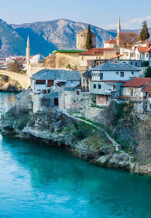 Stadt von Mostar auf dem Neretva-Fluss, Bosnien Herzegovina stockfotografie