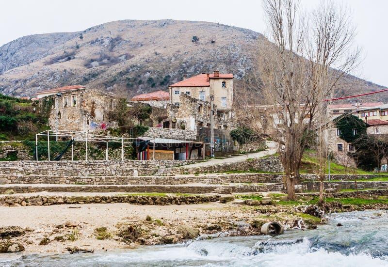 Stadt von Mostar auf dem Neretva-Fluss, Bosnien Herzegovina stockbild