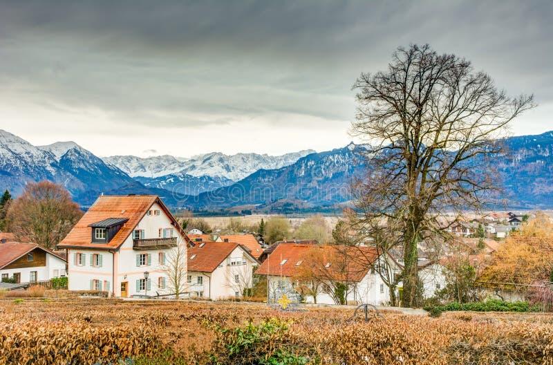 Stadt von Murnau in den Alpen von Bayern lizenzfreies stockbild