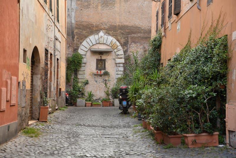 Stadt von Rom, Italien Schmale alte Straße in der Stadtmitte lizenzfreies stockfoto