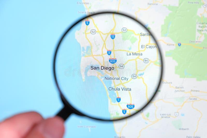Stadt von San Diego, Kalifornien auf dem Bildschirm durch eine Lupe stockbild