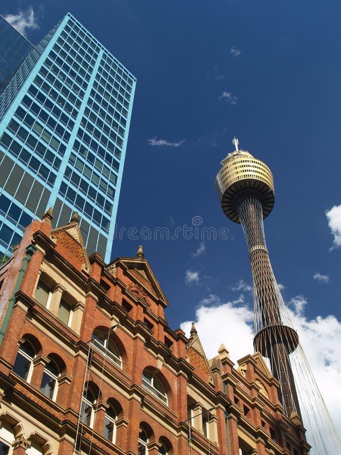 Stadt von Sydney und von Sydney-Kontrollturm stockfotos