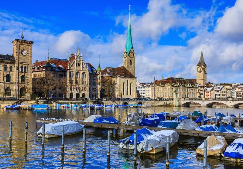 Stadt von Zürich an einem bewölkten Tag im Winter lizenzfreies stockfoto