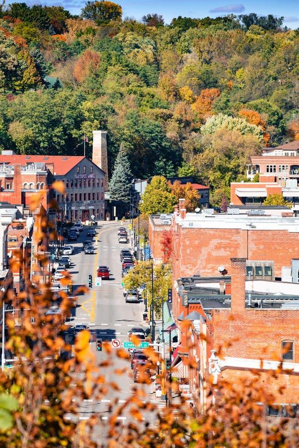 Stadtansicht auf Stillwater Minnesota von der Luft aus Blick auf den Herbst lizenzfreie stockfotos