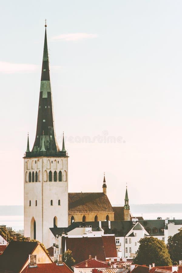 Stadtansicht St. Olavs Tallinns alten Oleviste-kirik Kirche stockbilder