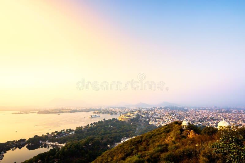 Stadtansicht von Udaipur, auf Sonnenuntergang lizenzfreies stockbild
