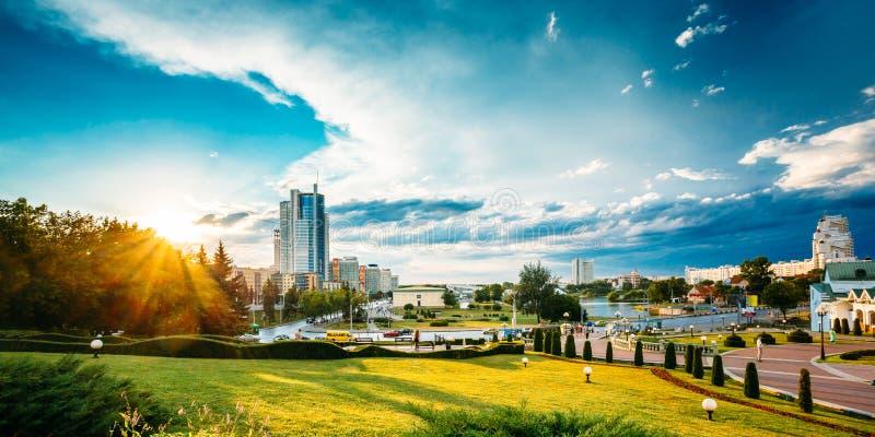 Stadtbild-Ansicht der modernen Architektur von Minsk, vom Bezirk Nemiga stockfoto