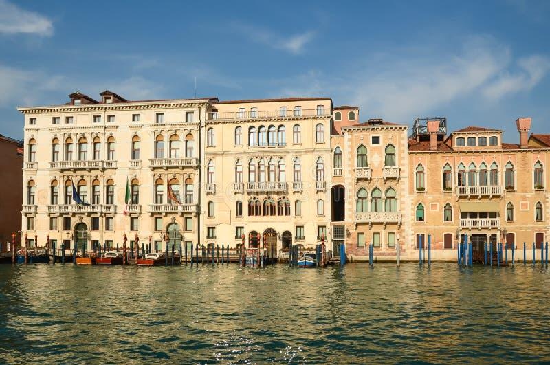 Stadtbild der historischen Stadt gegen Sonnenlicht, Venedig stockbild