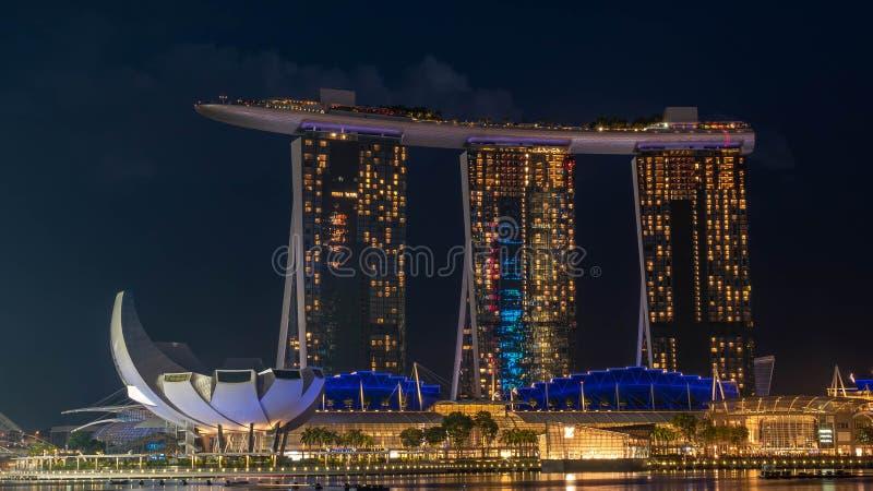 Stadtbild der Zeit Singapur-Skyline in der Dämmerung lizenzfreie stockfotografie