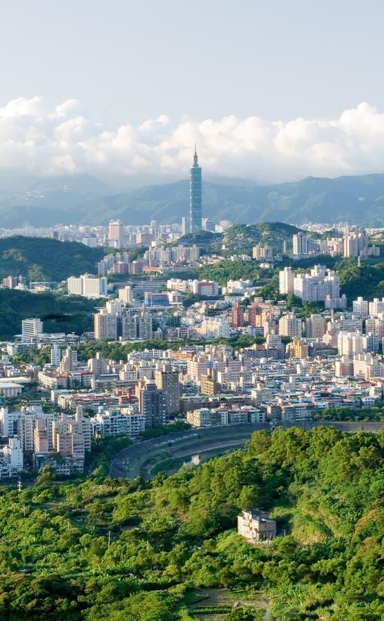 Stadtbild mit Grün stockbild