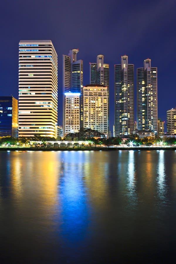 Stadtbild nachts Bangkok stockbild