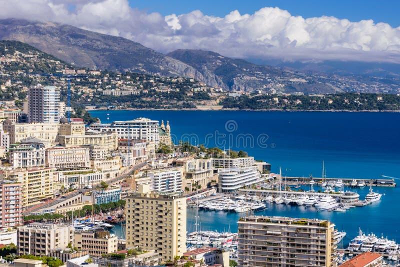 Stadtbild und Hafen von Monte Carlo lizenzfreie stockfotos