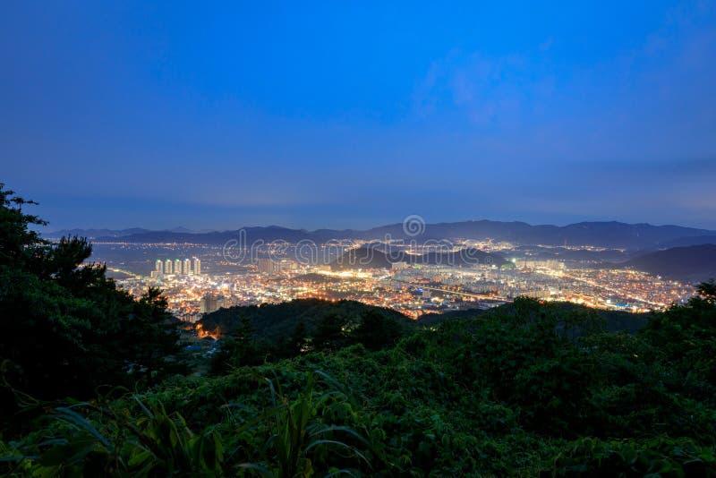 Download Stadtbild Von Gimhae Nachts Stockbild - Bild von horizontal, sternwarte: 96930559