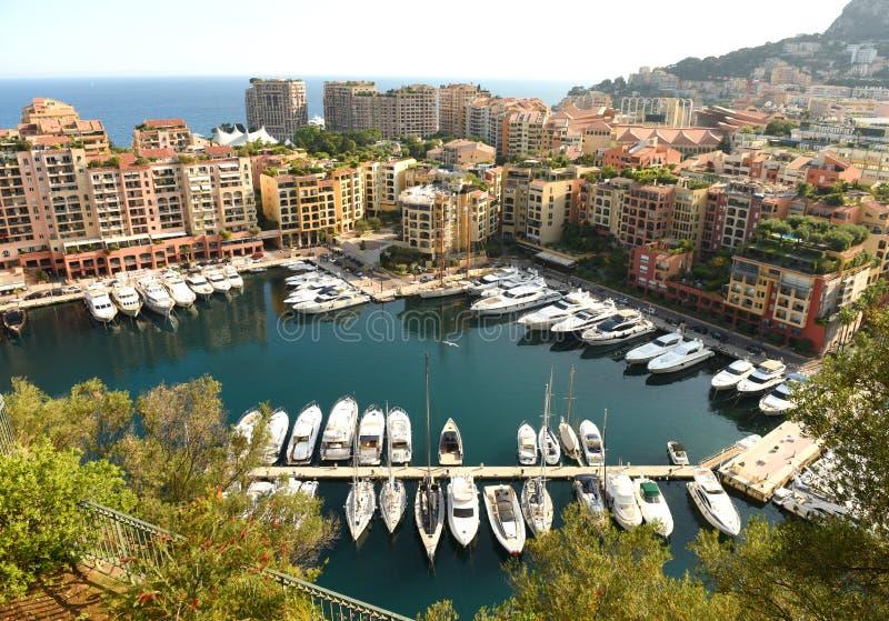 Stadtbild von Monaco Fontvieille und Monaco-Hafen stockbilder