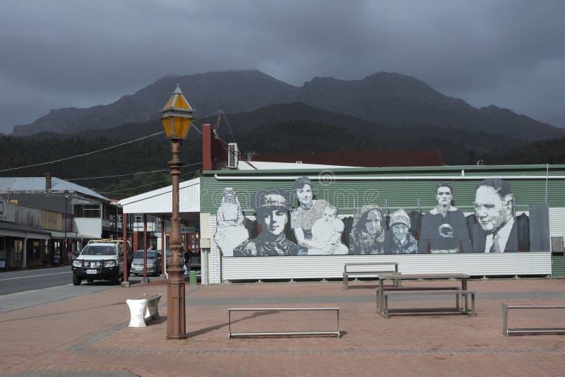 Stadtbild von Queenstown Tasmanien Australien lizenzfreie stockfotos