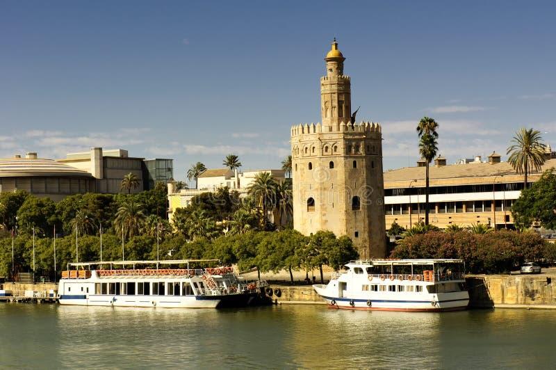 Stadtbild von Sevilla, Kontrollturm des Goldes lizenzfreies stockfoto