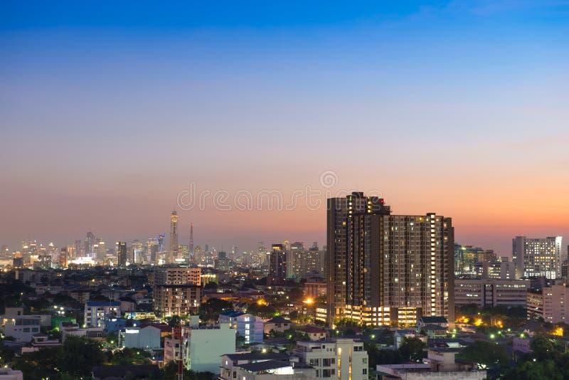 Stadtbildansicht von Bangkok in der Dämmerung lizenzfreie stockfotografie