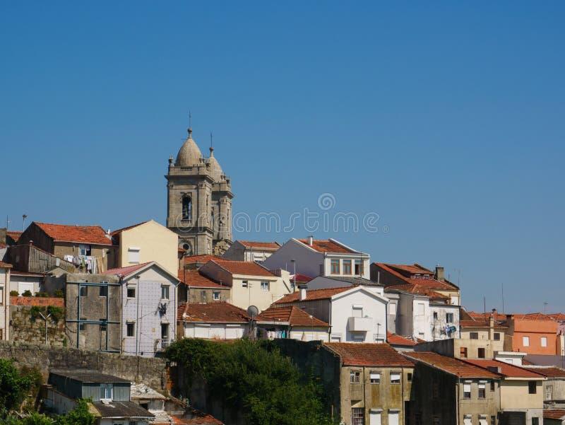 Stadtbildansicht von Lapa-Bereich in Porto, in Portugal mit typischer portugiesischer Architektur und in den Helmen von Lapa-Kirc stockfoto