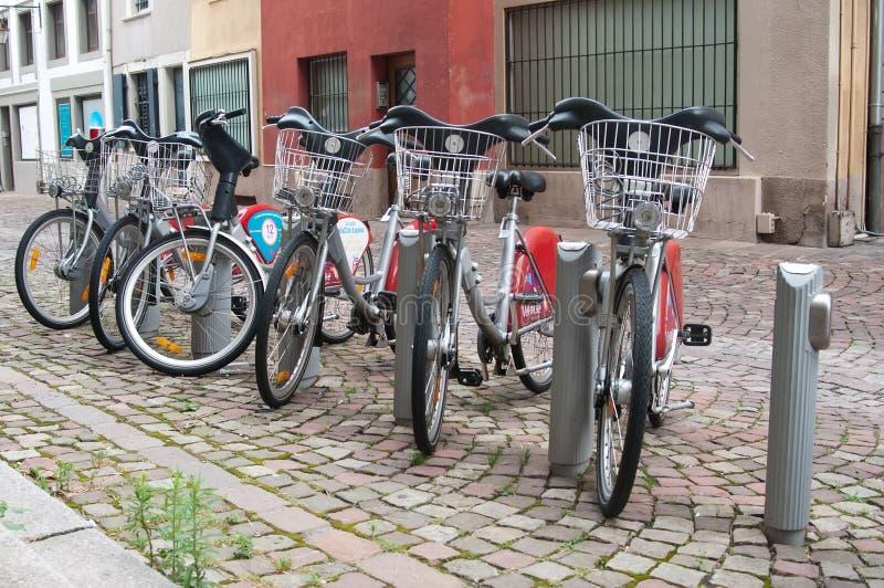 Stadtfahrrad-Ferienstation stockfoto